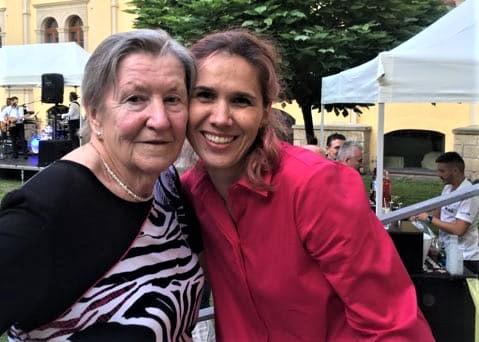 Věrná divačka Helena Dudešková s kamarádkou