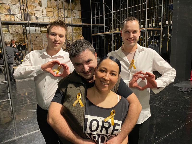 Herci Slováckého divadla si dnes připnuli zlaté stužky