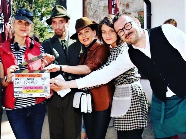 Josef Kubáník s hereckými kolegy při natáčení Temného Kraje