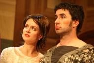 jako Miss Brenda Dixon v komedii Nájemníci, vpravo Zdeněk Trčálek (Norman Bassett) - foto Jan Karásek