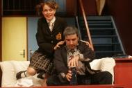 jako Vicki Brownová v komedii 1+2=6 (Jeden a dvě je šest), vpravo Z. Trčálek (J. Brown) - foto Jan Karásek