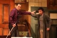 jako Eric Swan v komedii Nájemníci, vpravo Zdeněk Trčálek (Norman Bassett) - foto Jan Karásek