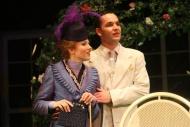 jako Jack Worthing v komedii Jak důležité je ho mít..., vlevo Klára Vojtková (Gvendolína Fairfaxová) - foto Jan Karásek