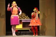 jako Matyldina maminka v pohádce Jak neuvařit hlavu naměkko, vpravo Tereza Novotná (Matylda) - foto Jan Karásek