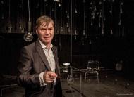 jako John v inscenaci brněnského Buranteatru Pravé poledne, prosinec 2013 - foto Pavel Nesvadba