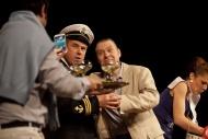 jako doktor Baugh v dramatu Kočka na rozpálené plechové střeše, vlevo P. Majkus (Taťka ), zády Z. Trčálek (Gooper) - foto Filip Fojtík