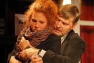 jako Carol v inscenaci Oleanna (hraje se na Malé scéně), vpravo Pavel Hromádka (John) - foto Jan Karásek