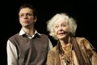 jako Harold v inscenaci Harold a Maude, vpravo Květa Fialová (Maude) - foto Jan Karásek