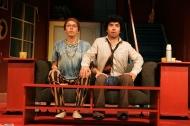 jako Stanley v komedii 1+2=6 (Jeden a dvě je šest), vpravo Zdeněk Trčálek (John Brown) - foto Jan Karásek