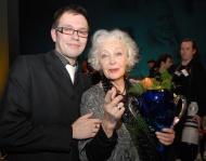 s Květou Fialovou krátce po jejím převzetí Ceny Thálie za roli Maude v komedii Harold a Maude, v níž Josef ztvárnil roli Harolda, březen 2011