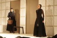 jako Angustias v dramatu Dům Bernardy Alby, vlevo Irena Vacková (Poncia) - foto Jan Karásek