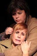 jako Aśka v inscenaci Denní dům, noční dům, spolu s Irenou Vackovou (Marta) - foto Jan Karásek