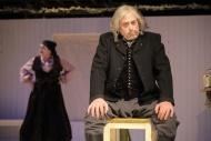 jako starý Kaliba v dramatu Kalibův zločin, vpozadí Monika Horká (Nána Nedomlelová) - foto Jan Karásek .JPG