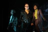 jako Tříska v inscenaci Cybercomics, vpravo Klára Vojtková (Vera), vlevo Pavel Hromádka (Boss) - foto Jan Karásek