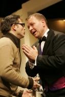 jako Henry Saunders v komedii Tenor na roztrhání, vlevo David Vaculík (jeho asistent Max) - foto Jan Karásek