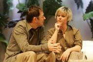 jako Veronika Houlliéová v komedii Bůh masakru, vlevo Josef Kubáník (Michal Houillé ) - foto Jan Karásek