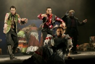 jako Talimon v muzikálu Cikáni jdou do nebe, vlevo Jiří Hejcman (Gunár), vpravo Pavel Majkus (Danilo), vpředu Tomáš Šulaj (Buča) - foto Jan Karásek