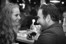 Čarodějnice v kuchyni - režisér Michal Skočovský při veselém rozhovoru s herečkou Petrou Staňkovou - foto Marek Malůšek