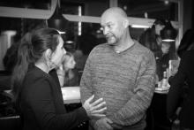 Čarodějnice v kuchyni - dramaturgyně Iva Šulajová zachycena při rozhovoru s překladatelem Martinem Fahrnerem - foto Marek Malůšek